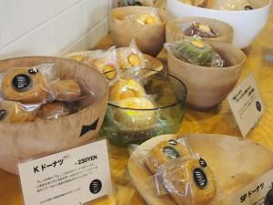 カフェには焼き菓子もあります。
